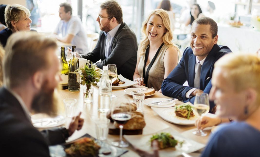 How to organize a private networking dinner